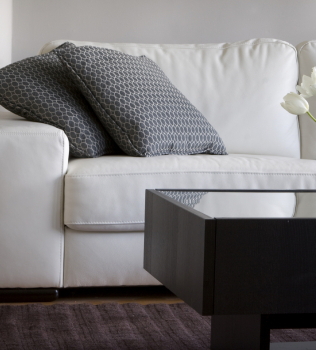 When Should I Hire a Professional Upholstery Cleaning Service?